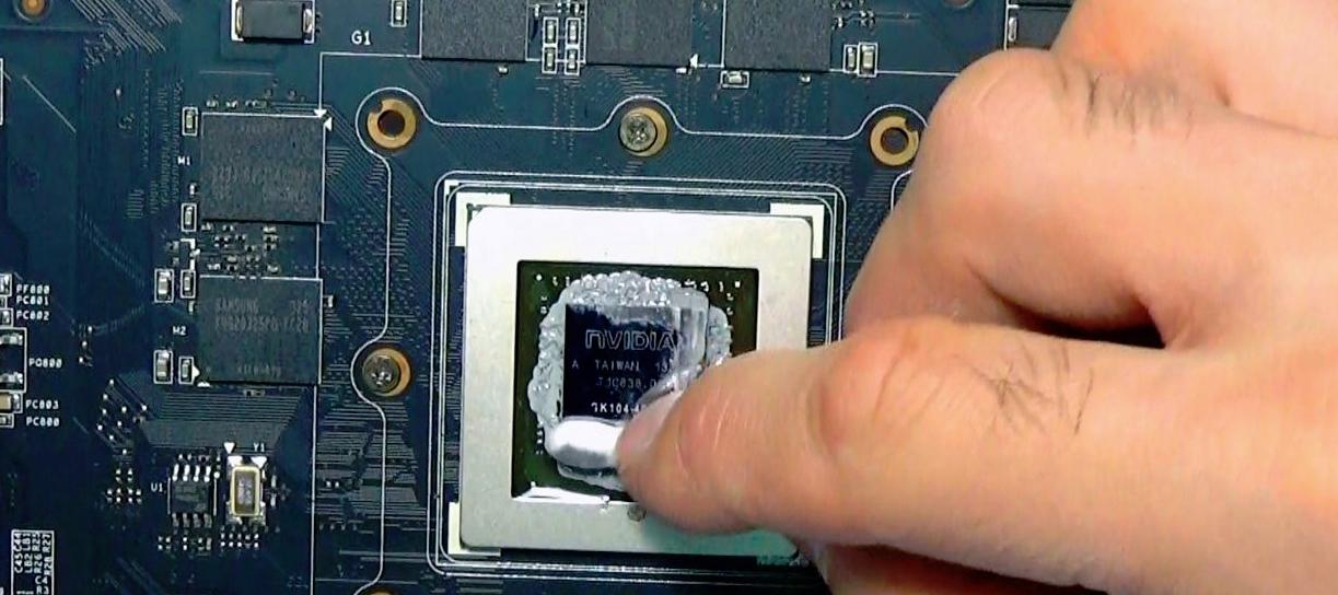 Смазанный термопастой графический процессор